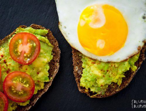 Gezond en snel voor op brood: spicy avocado spread | Buurman & Buurvrouw